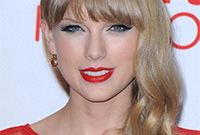 Taylor-swift-parisian-chic-makeup-side